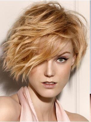 taglio-capelli-mossi-corto-medio-