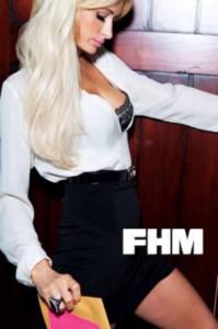 Foto hot di Paris Hilton in topless su FHM 1