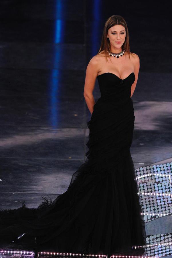 Belen-Ferretti-abito-nero-Sanremo