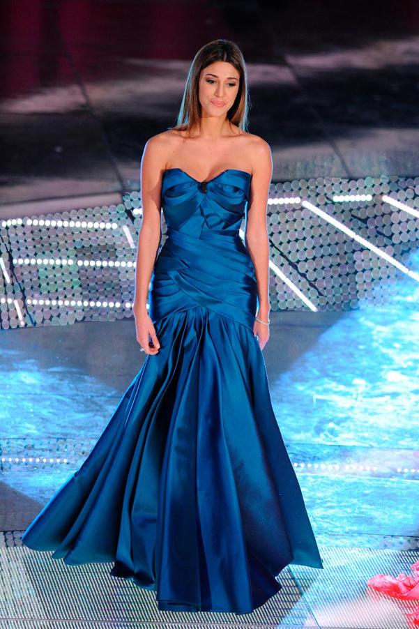 Belen-abito-blu-Ferretti-Sanremo