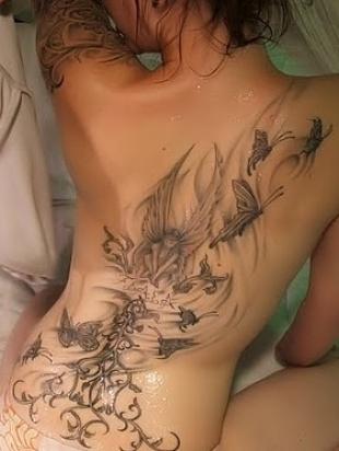 Foto-tatuaggio-farfalle-lungo-tutta-la-schiena
