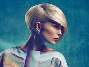 Idee colore alla moda e tagli capelli corti