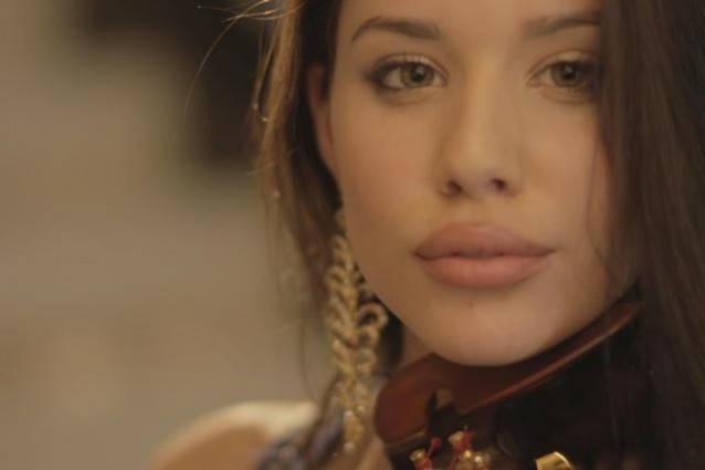 Nathalie-Cadlini-sexy-protagonista-del-video-di-Snoop-Dogg-638x425