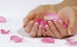 mani di una donna