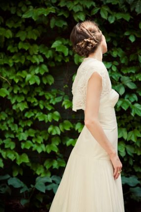 Acconciature sposa tutoria capelli morbido raccolto con trecce per una sposa romantica