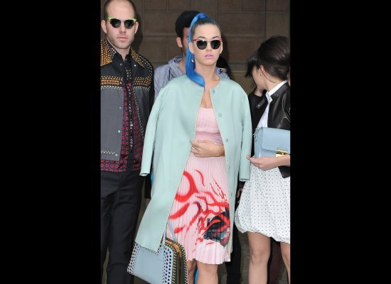 Katy Perry nuovo look abiti e capelli blu-2