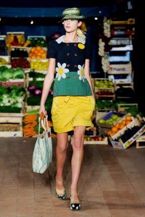 Moschino Cheap  Chic abbigliamento primavera estate 2012-1