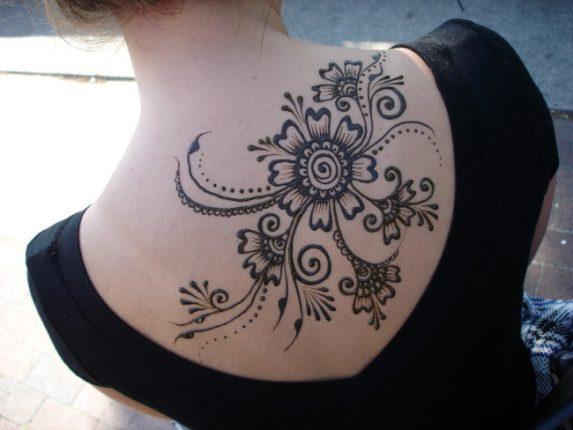 Tatuaggi temporanei henne