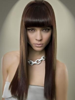 Immagini tagli capelli lunghi con frangia