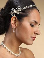 acconciatura sposa capelli lunghi con perle