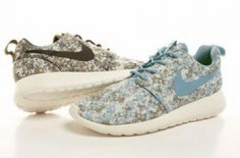 Nike Womens Roshe Run Premium Camo collezione sneakers