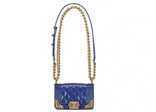 chanel-boy-bag-in-pelle-royal-blue