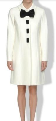 cappotto-bianco-con-fiocco-nero-love-moschino