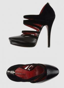 cesare-paciotti-gli-ankle-boot-in-pelle-nera-per-la-2012