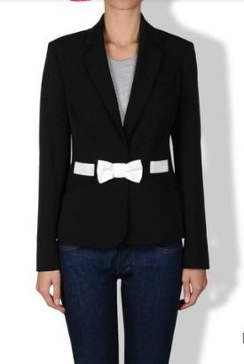 giacca-nera-con-fiocco-bianco-love-moschino