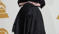 Adele-stilista -Burberry-per-le-donne-curvy
