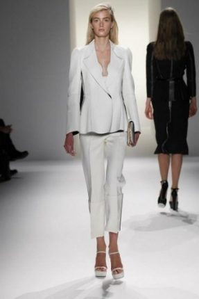 calvin-klein-tailleur-bianco-con-pantaloni