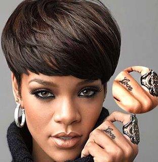 tatuagi-Rihanna-love-tattoo