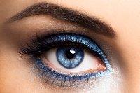 trucco-occhi-di-tendenza-sera-feste-scintilante-blu