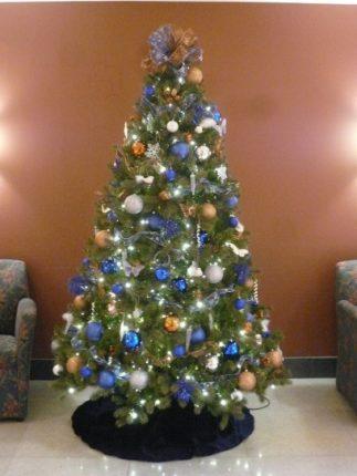Albero Di Natale Con Addobbi Blu Oro E Argento