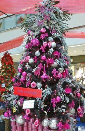 Albero Di Natale Con Addobbi Rosa E Argento