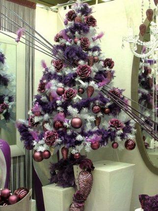 Albero Di Natale Con Addobbi Viola