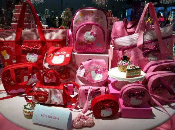 borse-camomilla-linea-hello-kitty-in-rosa-e-rosso