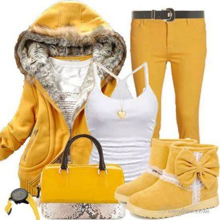 Outfit giallo alla moda