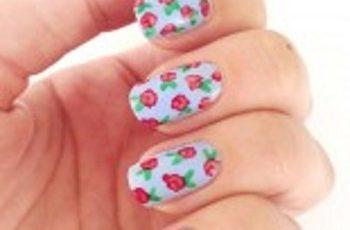 Nail art tutorial Manicure con boccioli di rosa romantici