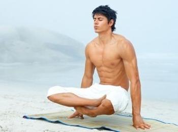 Lo yoga per uomini molto sexy