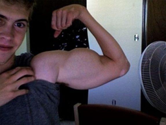 Selfie Imbarazzanti Aumento Muscolare Pfotoshop
