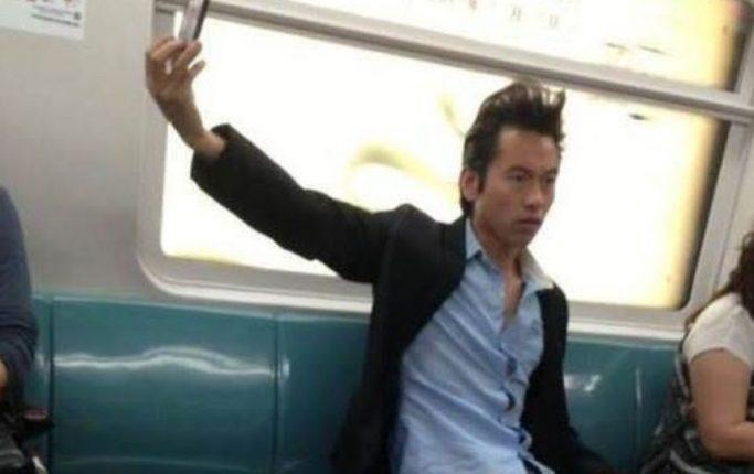 Selfie Imbarazzanti In Tram