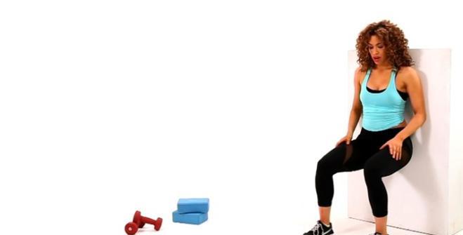 Wall-sit Corpo perfetto con dodici esercizi