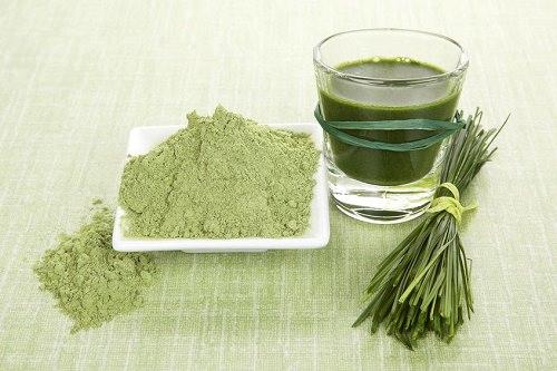 Frullato che pulisce con erba dorzo