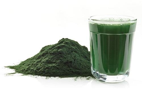 Spirulina detox bere a colazione