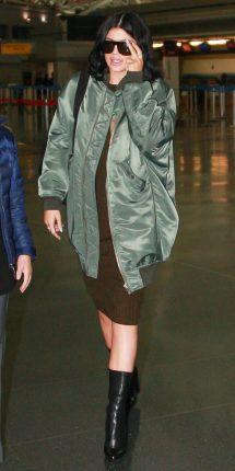 Kylie Jenner look bomber