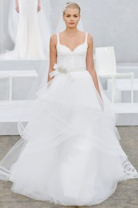Abito da sposa con ampia gonna a strati in tulle Monique Lhuillier 2015