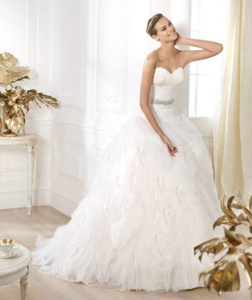 Abito da sposa con cinturina gioiello Pronovias mod Leina