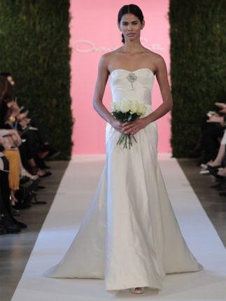 Abito da sposa con gioiello al centro Oscar de la Renta 2015