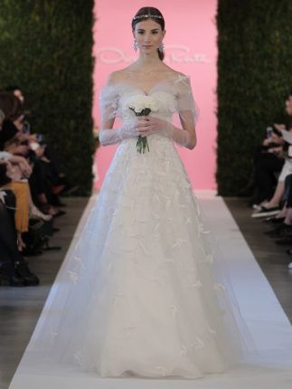 Abito da sposa con maniche che scendono Oscar de la Renta 2015
