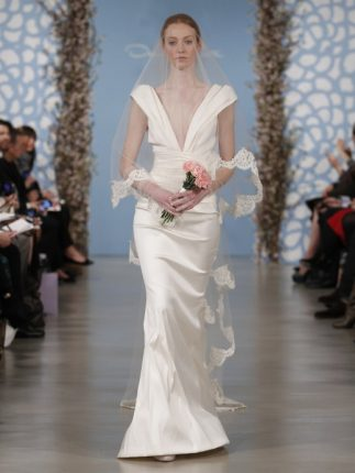 Abito sposa con scollatura Oscar de la Renta 2014