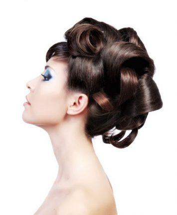 Acconciatura originale capelli lunghi