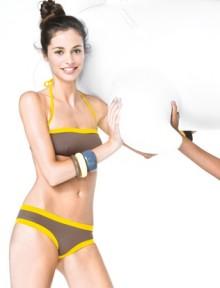 Bikini a fascia bicolore Benetton estate 2013