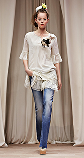 Blusa con maniche svasate Twin Set jeans primavera estate 2016