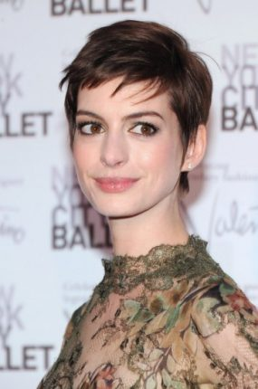 Copiatissimo pixie cut di Anne Hathaway