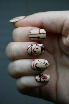 Nail art effetto sangue unghie Halloween
