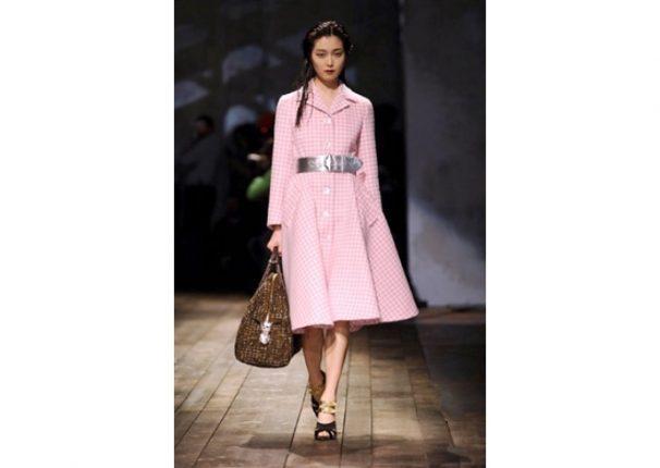 Prada collezione autunno inverno 2013 2014 capotto rosa quadri