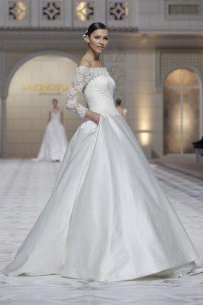 Pronovias 2015 abito sposa con maniche in pizzo