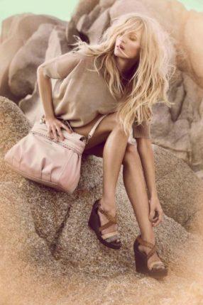 Pullover maxi beige e borsa di pelle Twin Set primavera estate 2013