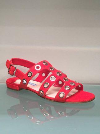 Sandali bassi rossi con cinturino Prada